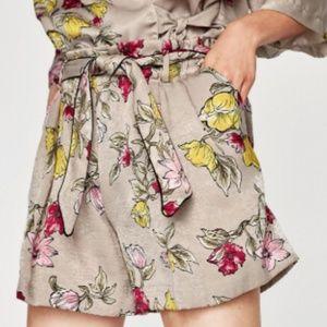 Zara Shorts - Zara Basic Pale Khaki Floral Bermuda Shorts Large